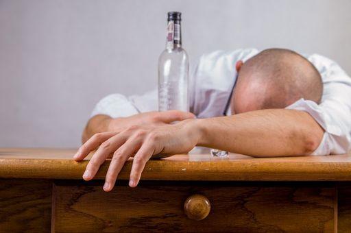 Употребление алкоголя причина дрожжания рук