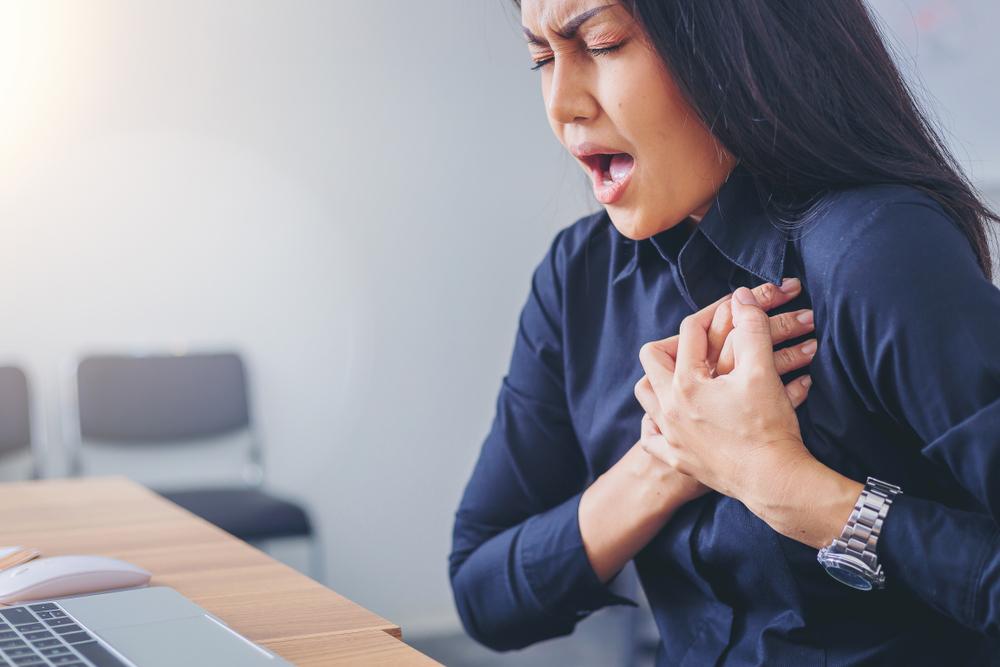 Как распознать инфаркт миокарда и оказать помощь?